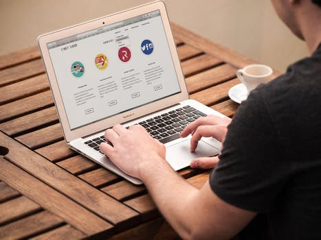 Who Can Choose a Career as a Website Designer
